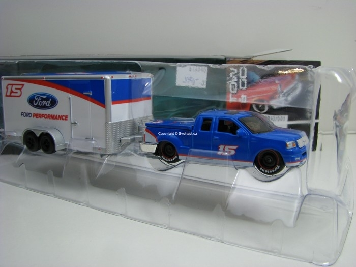 Ford F-150 2004 s přívěsem Ford Performance 1:64 Maisto